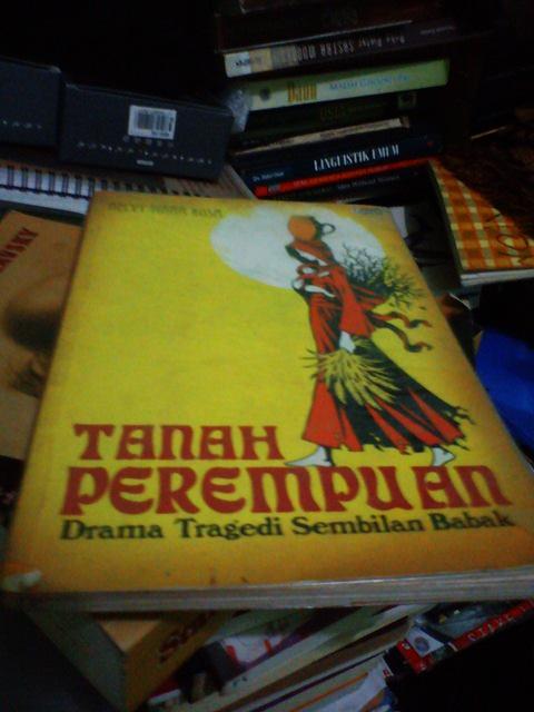 Buku Tanah Perempuan Karya Helvy Tiana Rosa